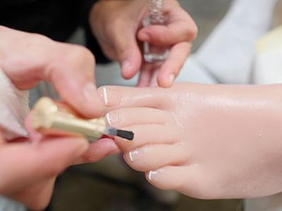 Pose de vernis à ongles